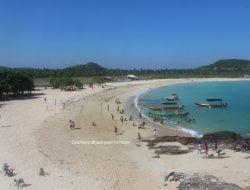 Tanjung Aan, Pantai Surga di Lombok Berpasir Merica